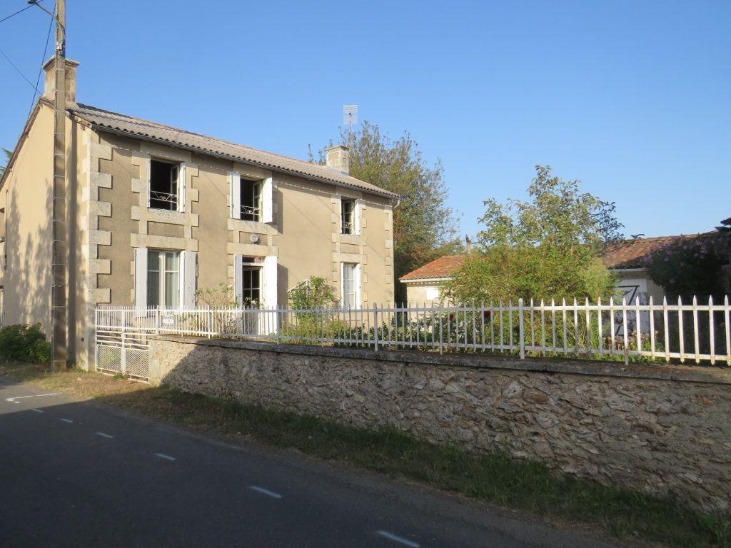 Maison à vendre 5 114.25m2 à Chapelle-Viviers vignette-1