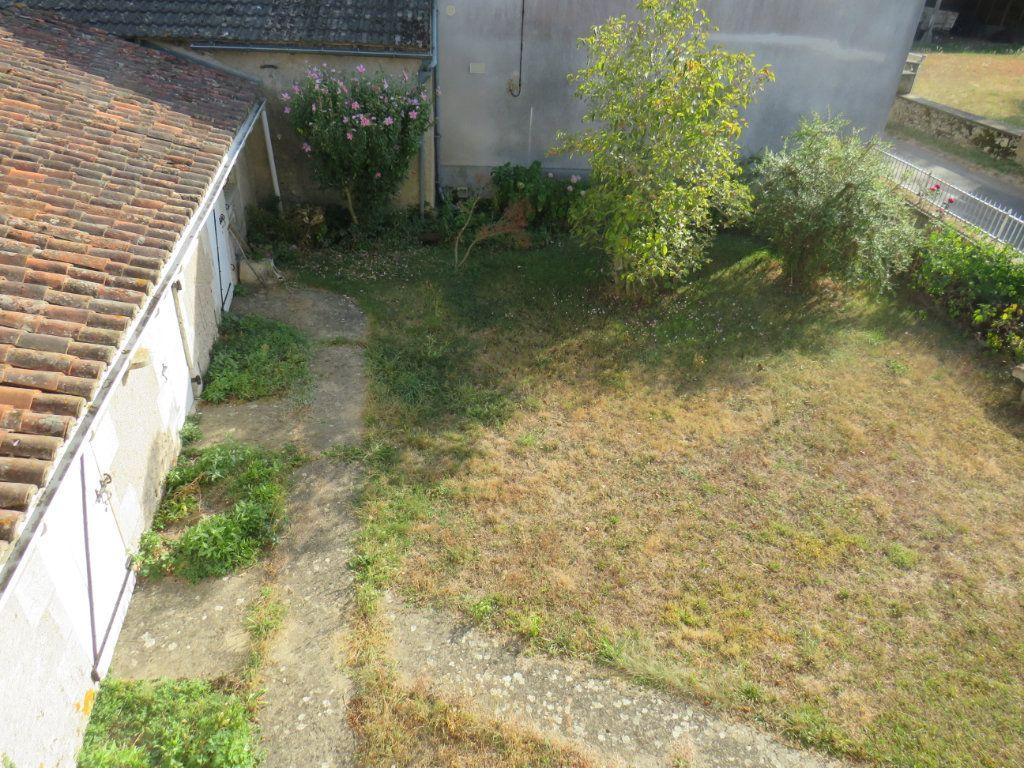 Maison à vendre 5 114.25m2 à Chapelle-Viviers vignette-4