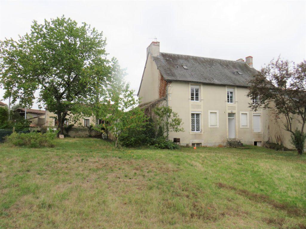 Immeuble à vendre 0 45m2 à Montmorillon vignette-1