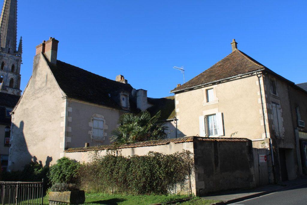 Maison à vendre 15 365m2 à Saint-Savin vignette-1