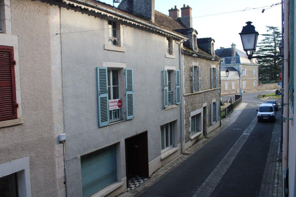 Maison à vendre 15 365m2 à Saint-Savin vignette-2