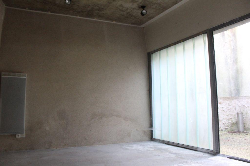 Immeuble à vendre 0 444m2 à Saint-Savin vignette-3