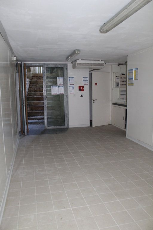 Immeuble à vendre 0 444m2 à Saint-Savin vignette-5