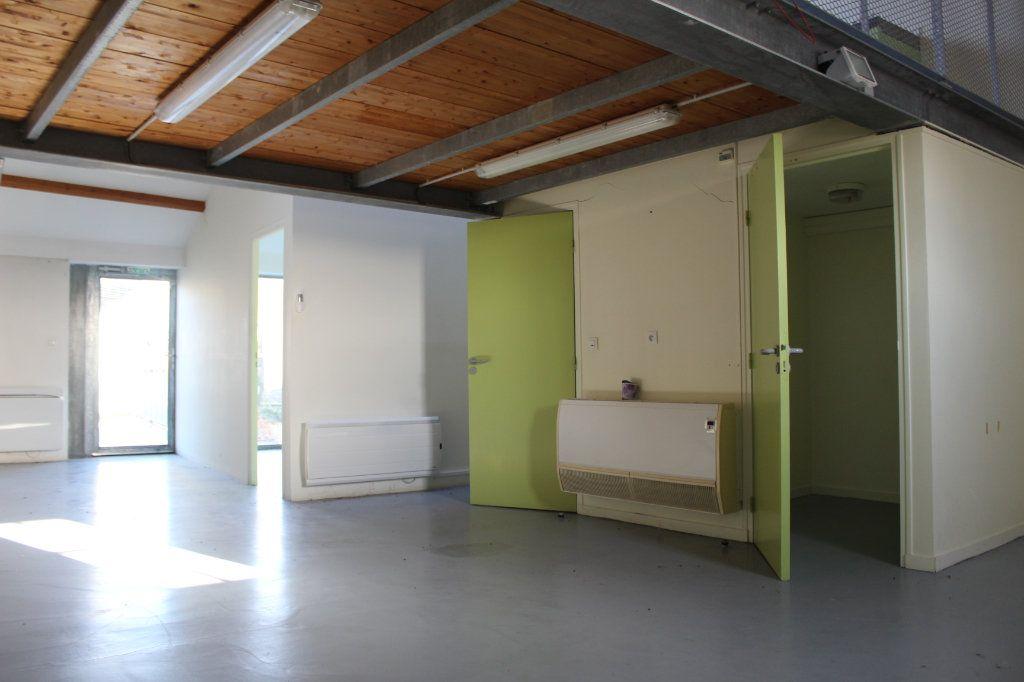Immeuble à vendre 0 444m2 à Saint-Savin vignette-11
