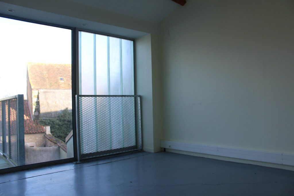 Immeuble à vendre 0 444m2 à Saint-Savin vignette-12