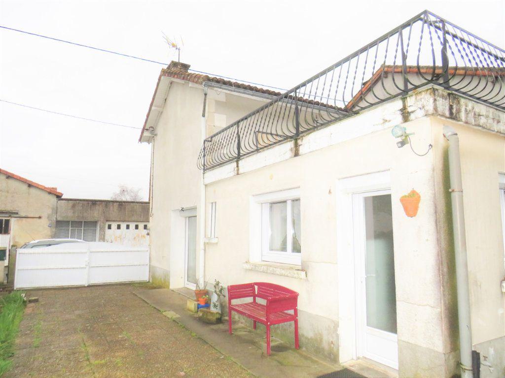 Maison à vendre 4 80m2 à Leignes-sur-Fontaine vignette-7