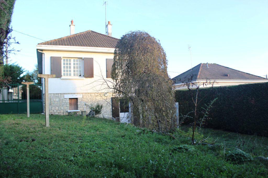 Maison à vendre 5 133.45m2 à Le Blanc vignette-1