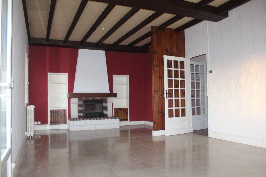 Maison à vendre 5 133.45m2 à Le Blanc vignette-3