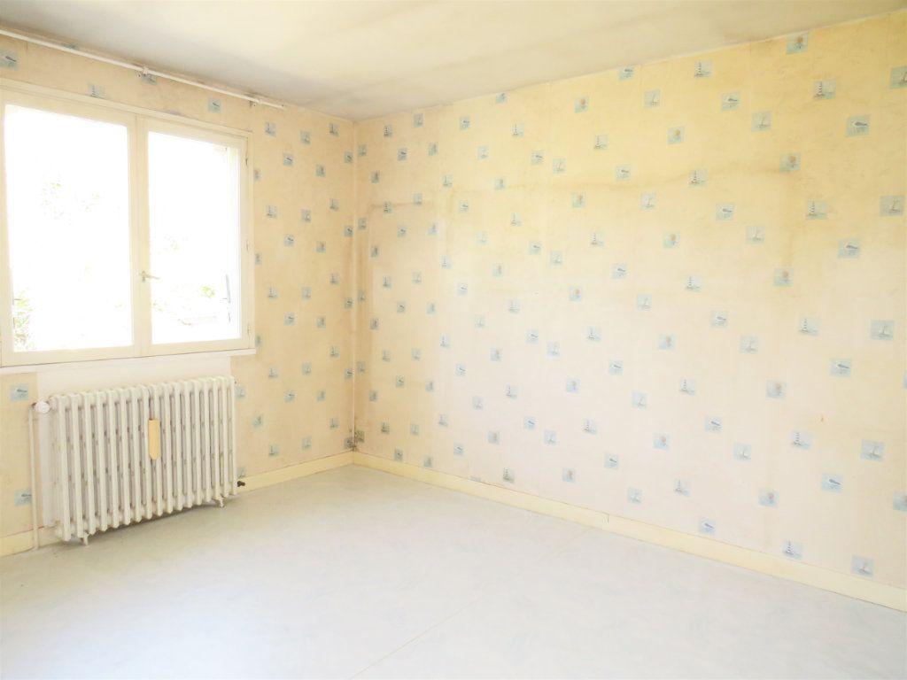 Maison à vendre 5 159m2 à La Trimouille vignette-6