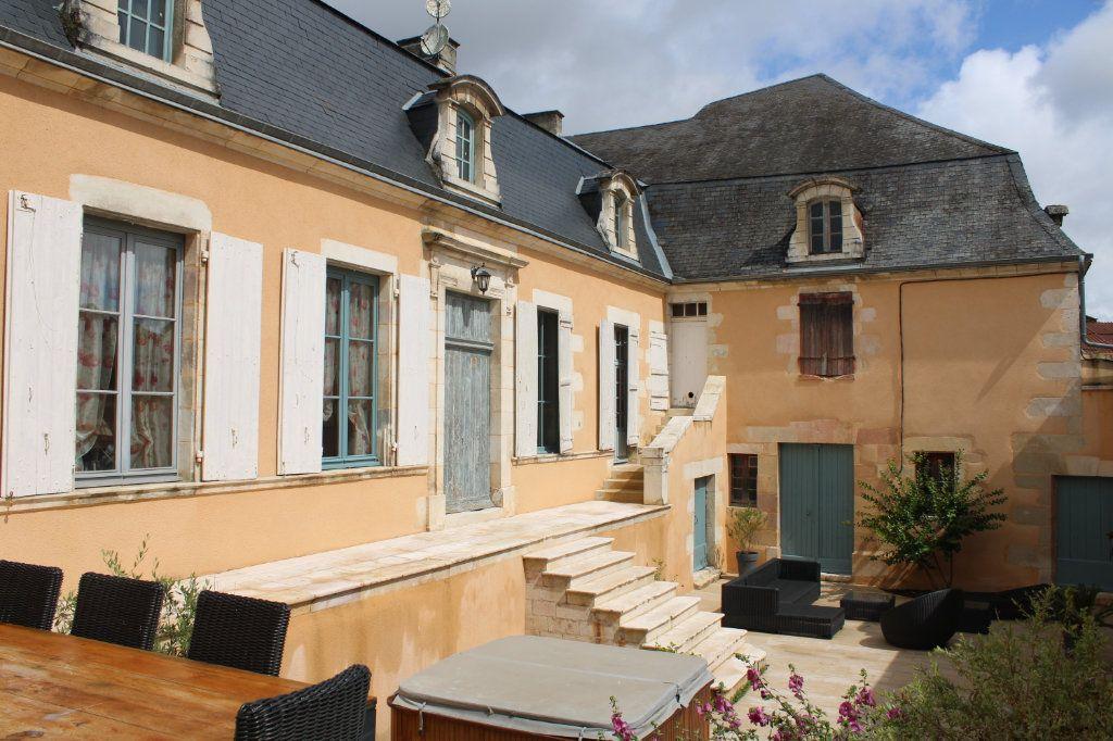 Maison à vendre 14 460m2 à Saint-Savin vignette-1