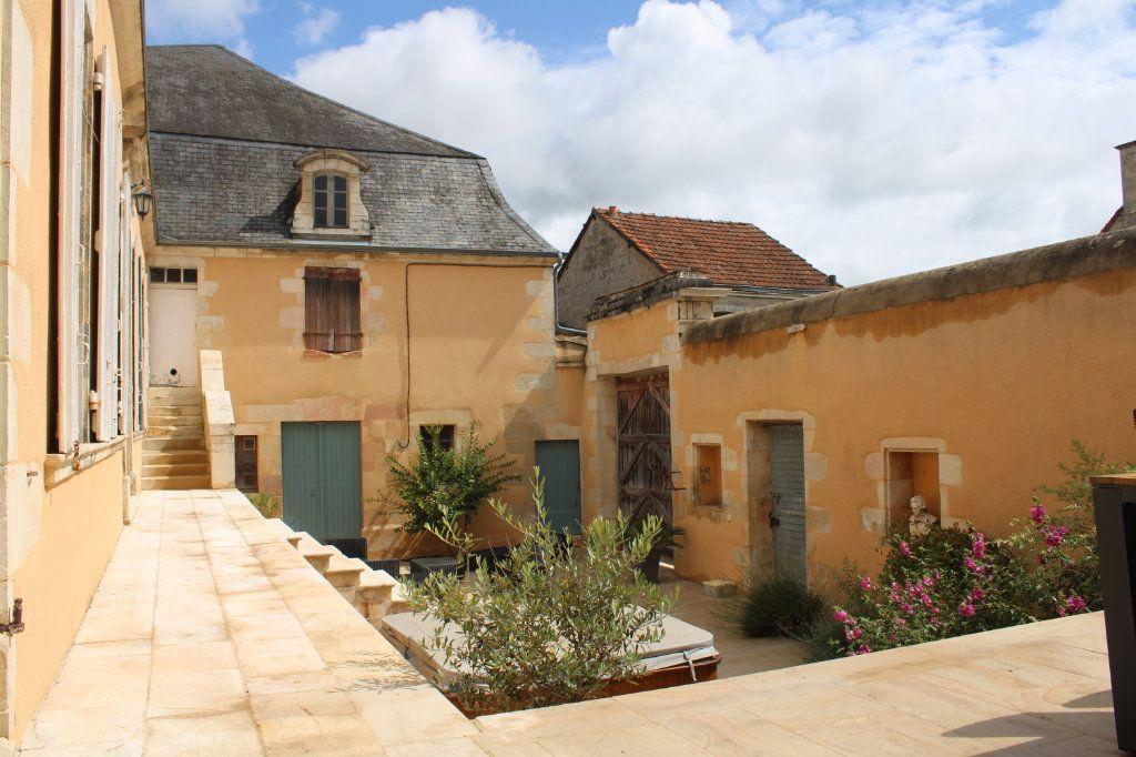 Maison à vendre 14 460m2 à Saint-Savin vignette-2