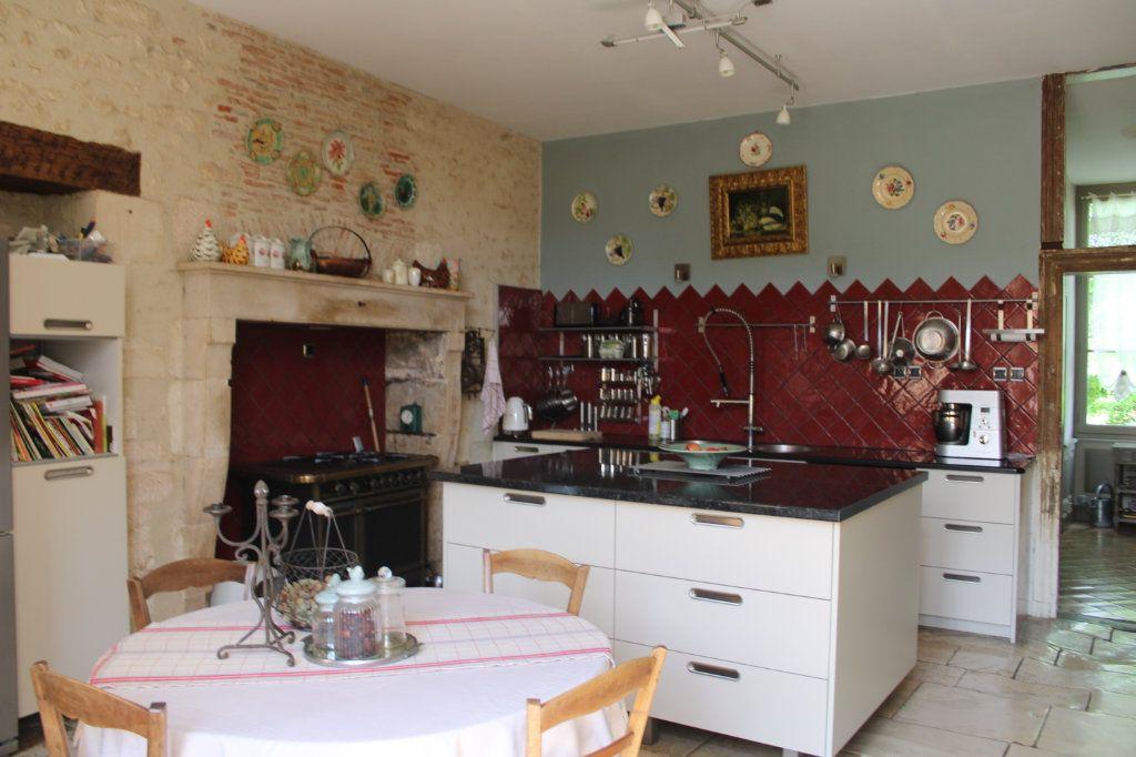 Maison à vendre 14 460m2 à Saint-Savin vignette-5