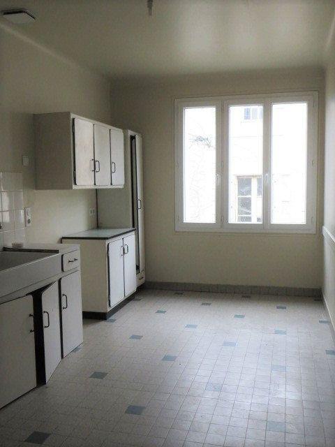 Maison à vendre 7 100m2 à Lussac-les-Châteaux vignette-5