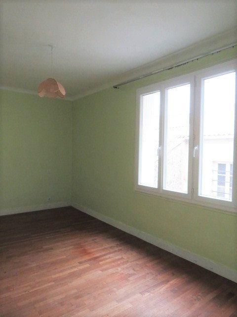 Maison à vendre 7 100m2 à Lussac-les-Châteaux vignette-8