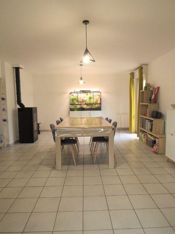 Maison à vendre 5 129.38m2 à Montmorillon vignette-1