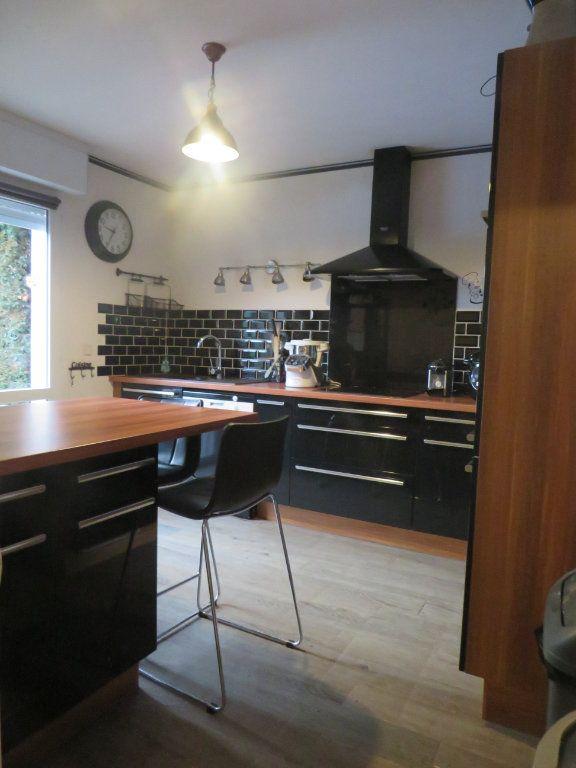 Maison à vendre 5 129.38m2 à Montmorillon vignette-2