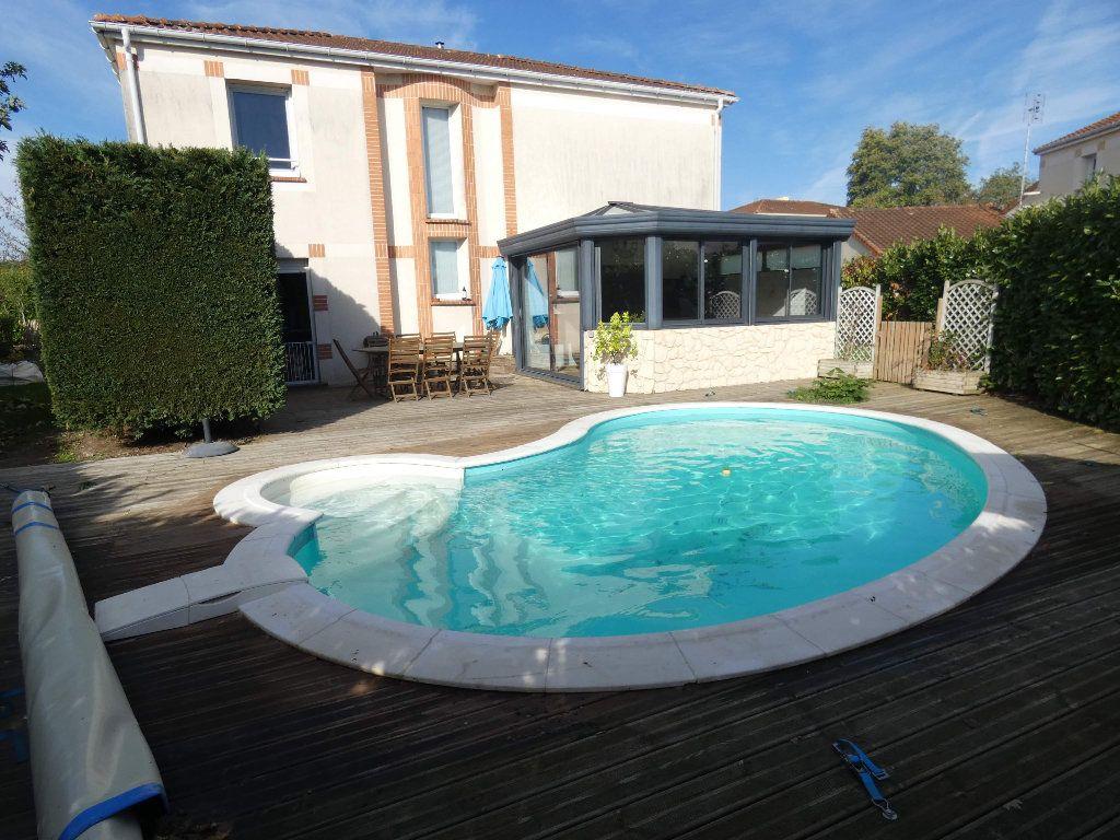 Maison à vendre 5 129.38m2 à Montmorillon vignette-4