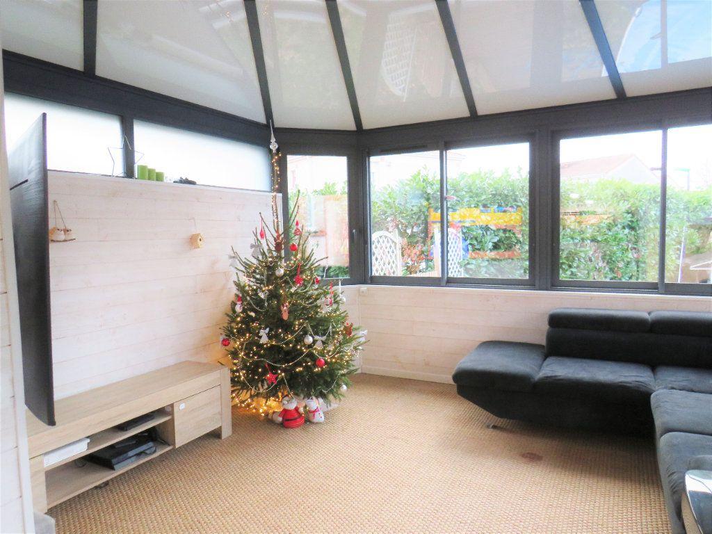 Maison à vendre 5 129.38m2 à Montmorillon vignette-5