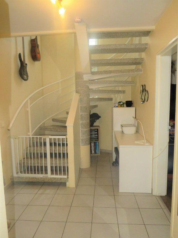 Maison à vendre 5 129.38m2 à Montmorillon vignette-6