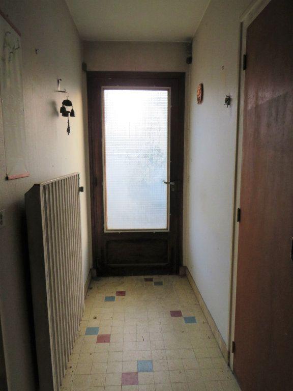 Maison à vendre 5 96.94m2 à Montmorillon vignette-1
