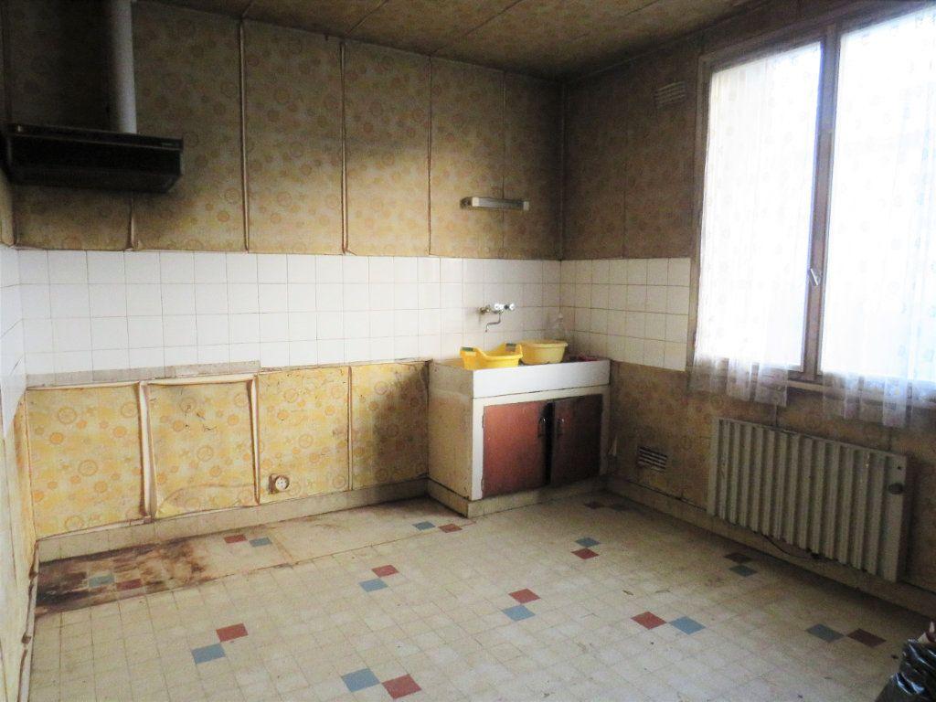 Maison à vendre 5 96.94m2 à Montmorillon vignette-2