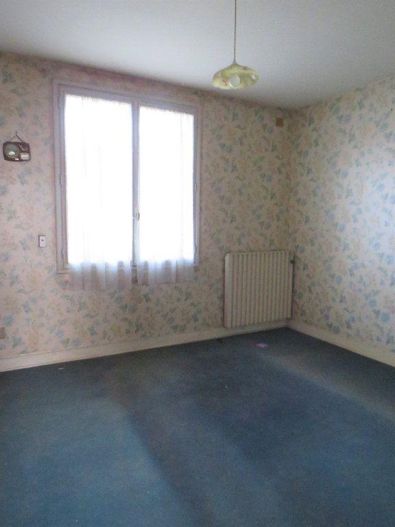Maison à vendre 5 96.94m2 à Montmorillon vignette-4
