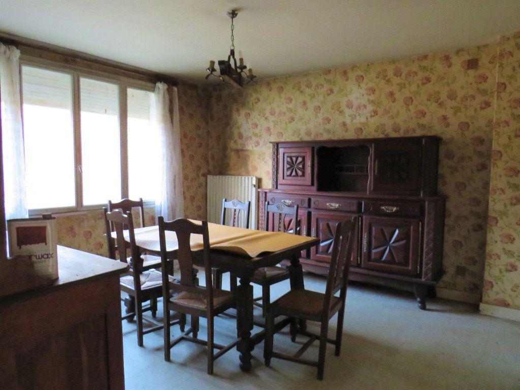 Maison à vendre 5 96.94m2 à Montmorillon vignette-7