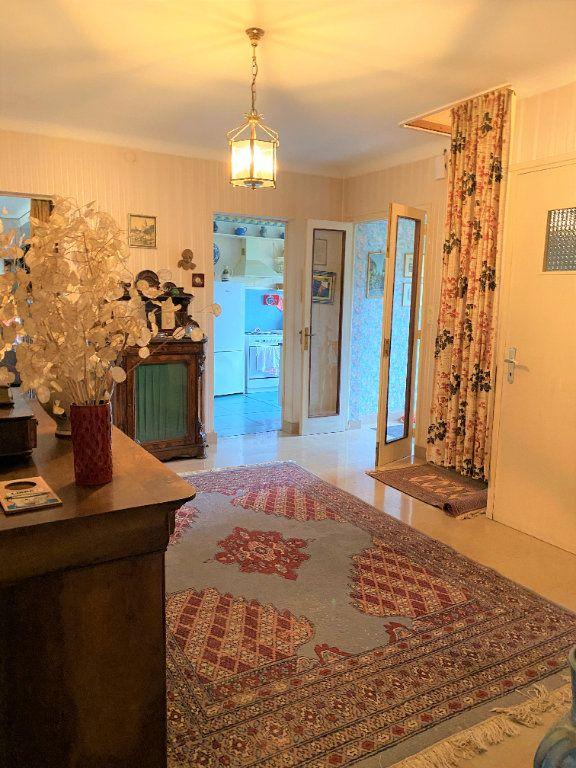 Maison à vendre 7 174m2 à Montmorillon vignette-2