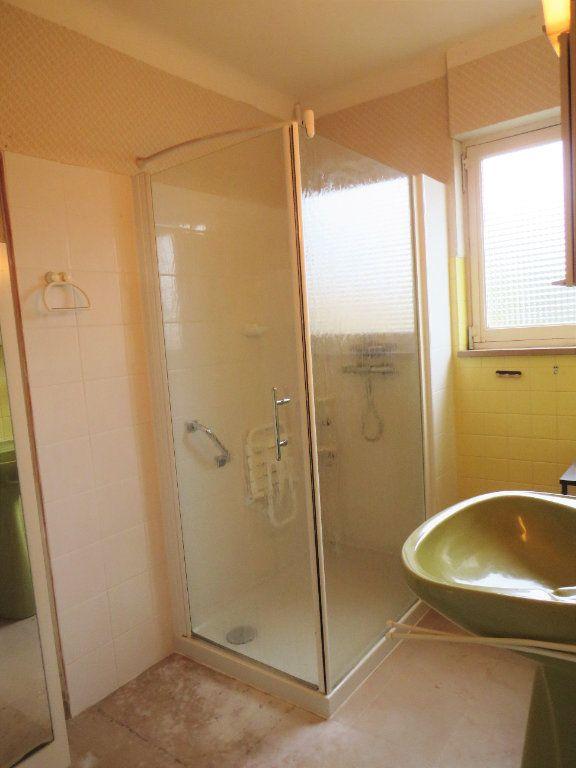 Maison à vendre 7 174m2 à Montmorillon vignette-9