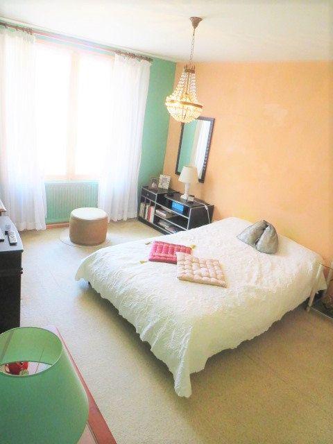 Maison à vendre 5 103.3m2 à Montmorillon vignette-2
