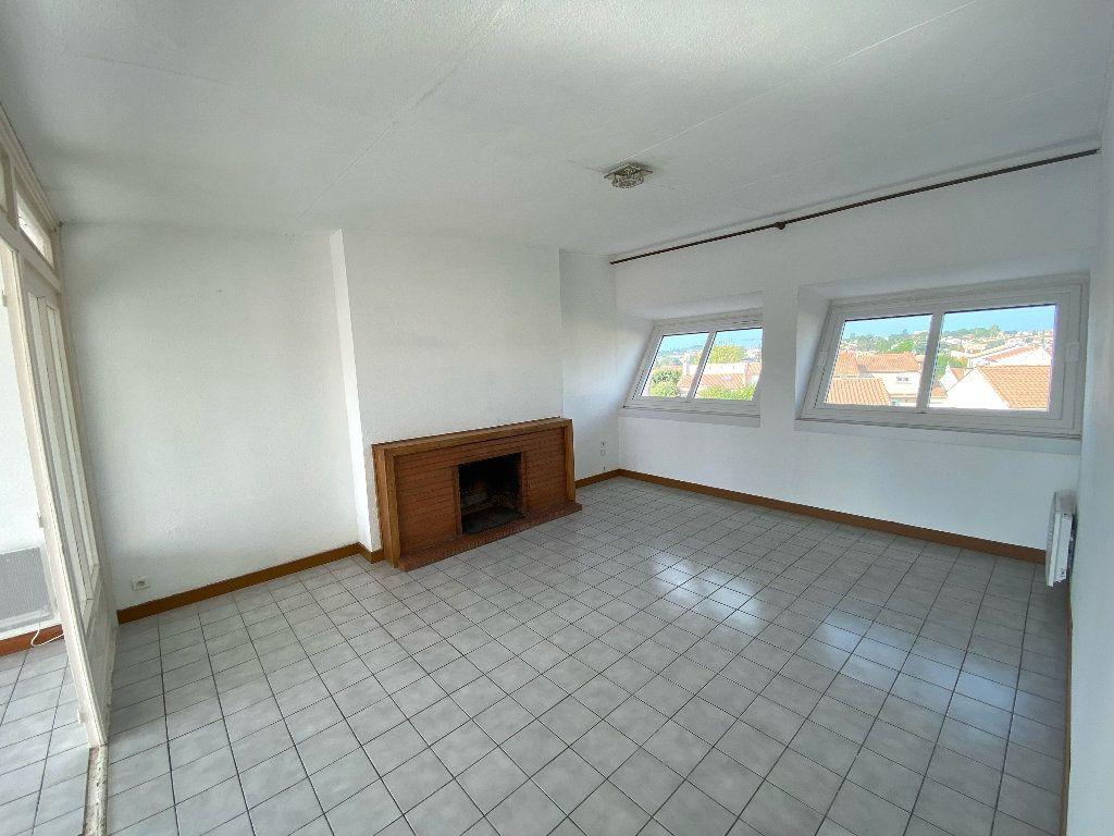Appartement à vendre 4 90.24m2 à Béziers vignette-2