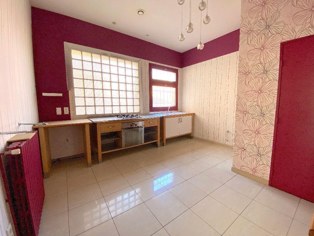 Appartement à vendre 5 196.96m2 à Béziers vignette-3