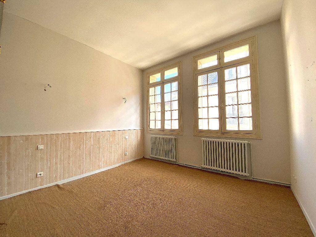 Appartement à vendre 5 196.96m2 à Béziers vignette-5