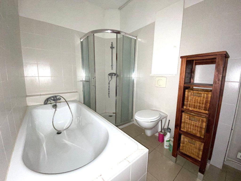Appartement à vendre 5 196.96m2 à Béziers vignette-6