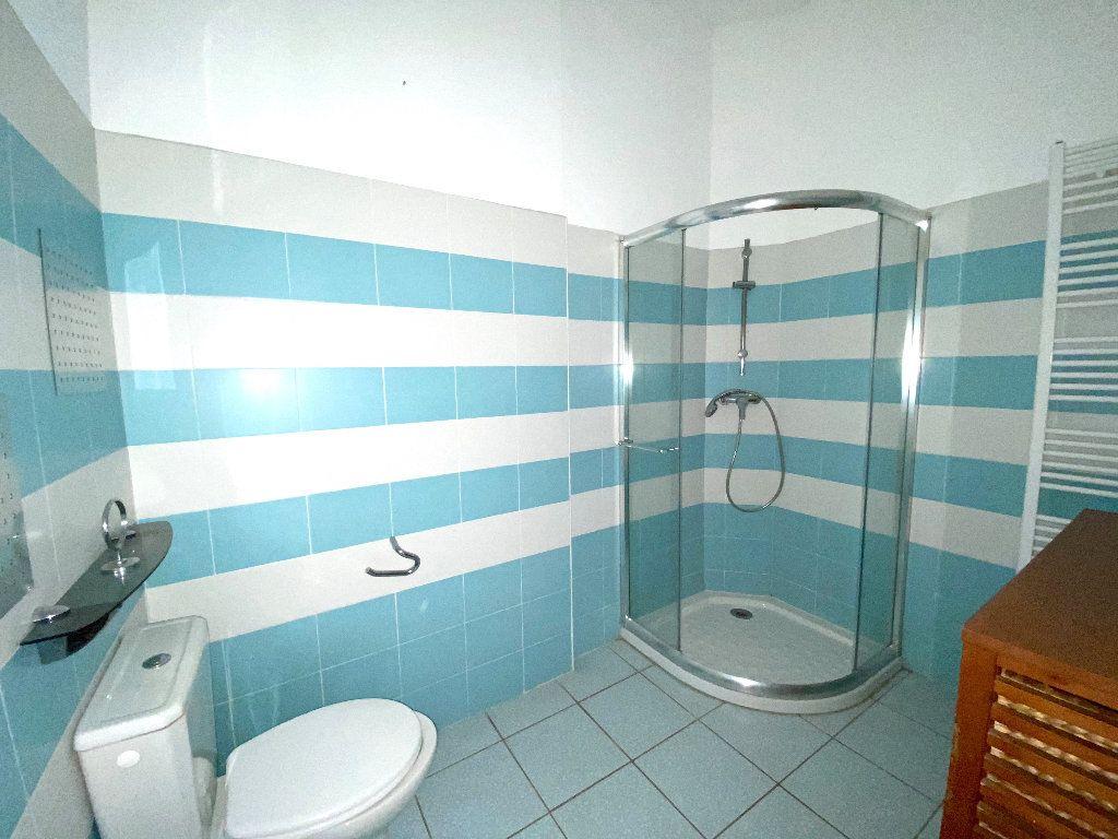 Appartement à vendre 5 196.96m2 à Béziers vignette-7