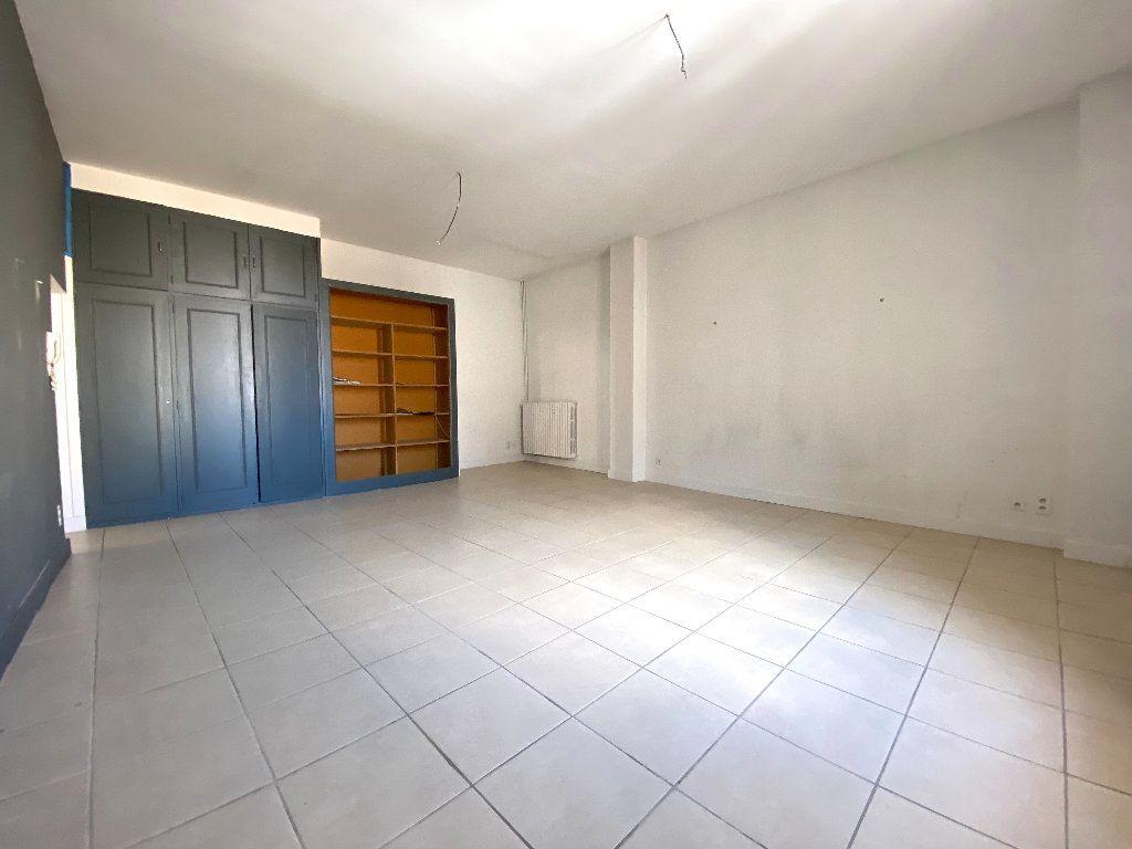Appartement à vendre 5 196.96m2 à Béziers vignette-12