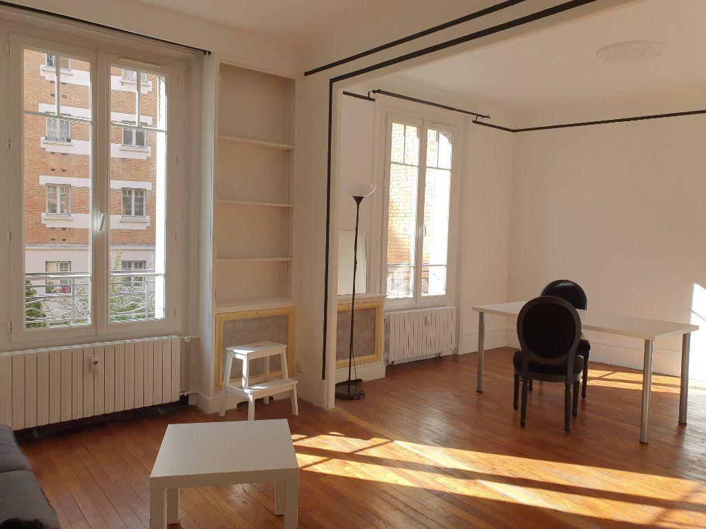 Appartement à louer 2 50.03m2 à Courbevoie vignette-1