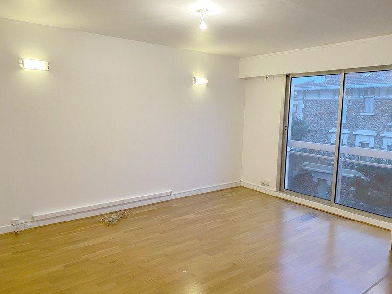 Appartement à louer 3 66.19m2 à Courbevoie vignette-2