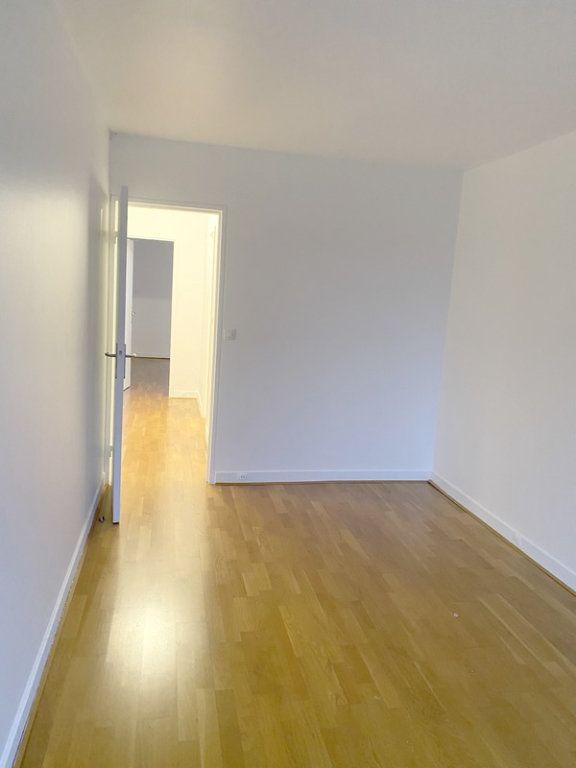 Appartement à louer 3 66.19m2 à Courbevoie vignette-3