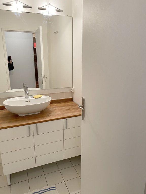 Appartement à louer 3 66.19m2 à Courbevoie vignette-4
