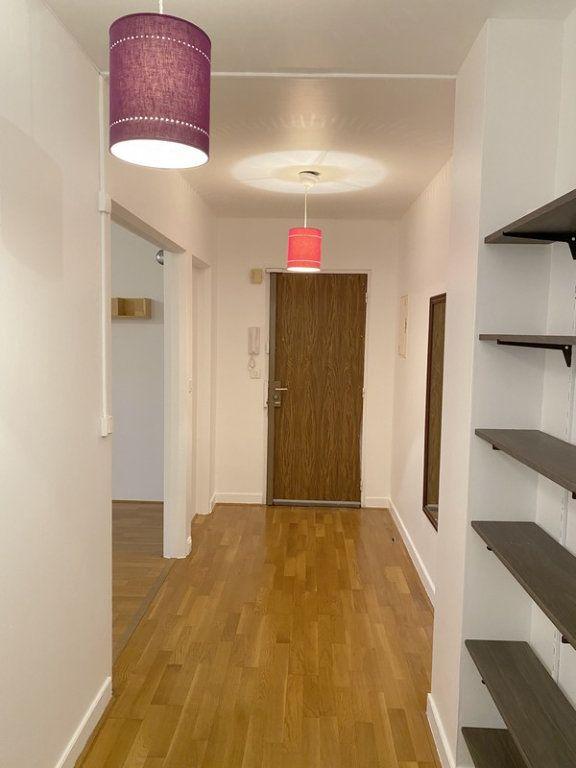 Appartement à louer 3 66.19m2 à Courbevoie vignette-5