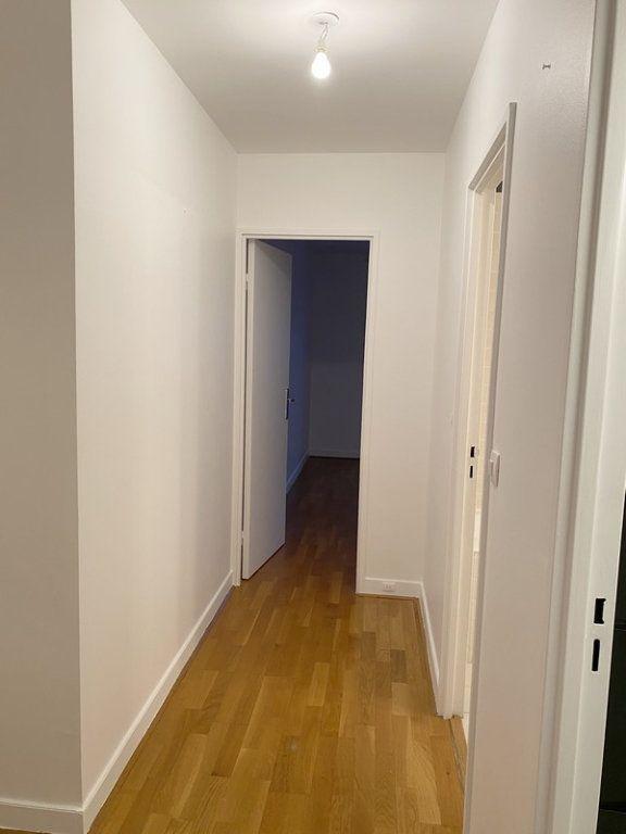 Appartement à louer 3 66.19m2 à Courbevoie vignette-6