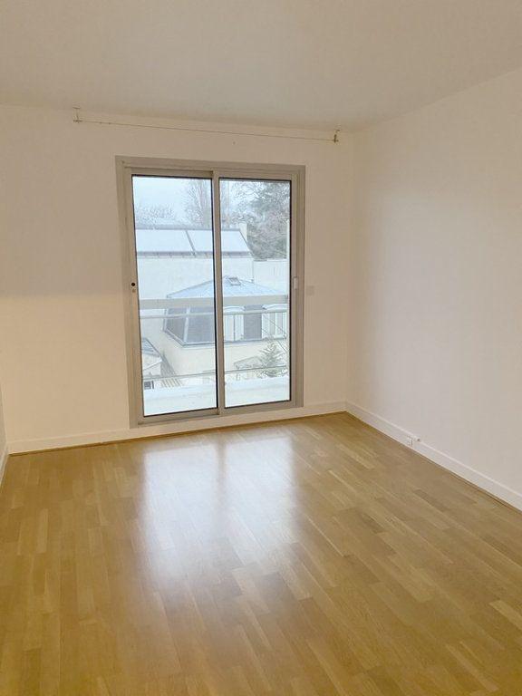 Appartement à louer 3 66.19m2 à Courbevoie vignette-7