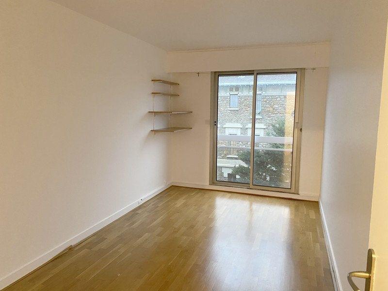 Appartement à louer 3 66.19m2 à Courbevoie vignette-9