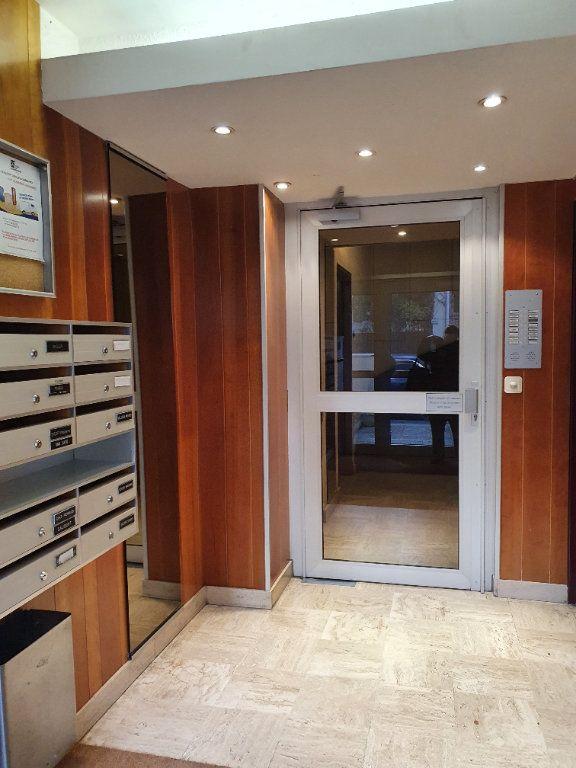 Appartement à louer 3 66.19m2 à Courbevoie vignette-12