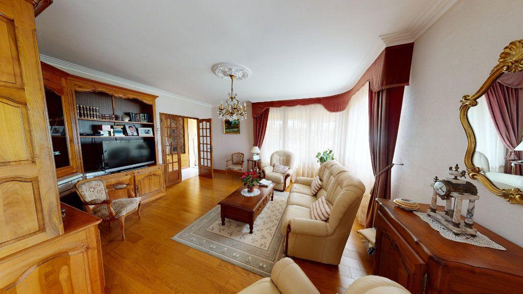 Maison à vendre 5 115m2 à Villeneuve-la-Comptal vignette-1