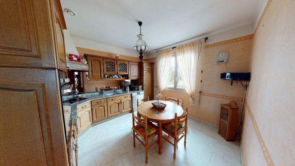 Maison à vendre 5 115m2 à Villeneuve-la-Comptal vignette-2