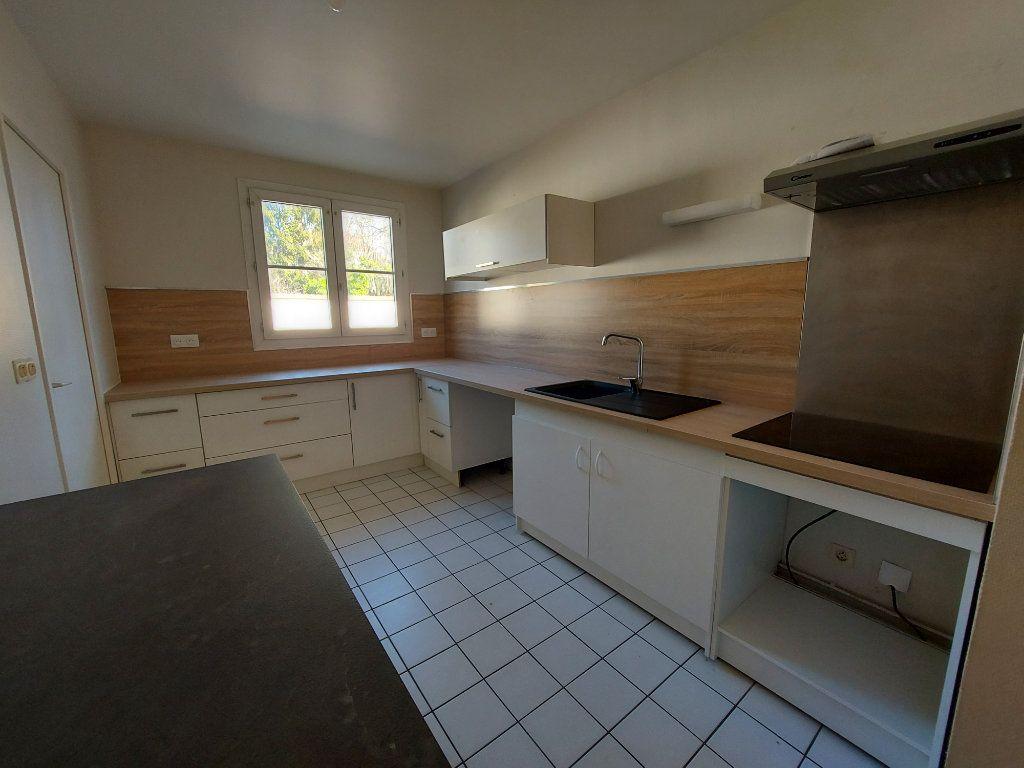 Appartement à louer 5 127.58m2 à Melun vignette-1