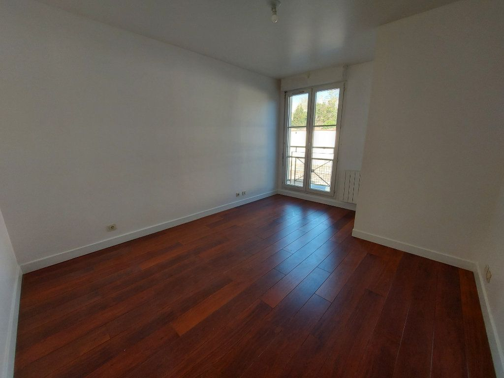 Appartement à louer 5 127.58m2 à Melun vignette-3