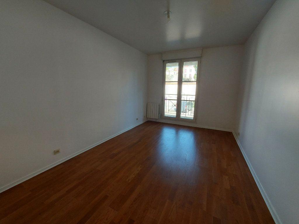 Appartement à louer 5 127.58m2 à Melun vignette-4